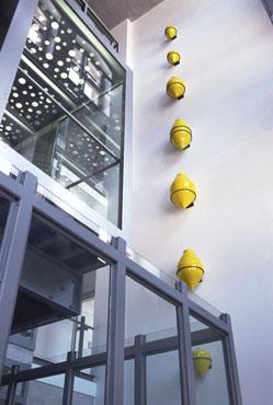 """""""Entwicklung der deutschen Faulschlammbehälter"""",  Modelle im Maßstab 1:50 Ton, gebrannt und glasiert, Installation parallel zur Aufzugsbewegung"""