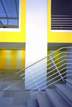 Gelbe Wand in der Bayerischen Bauakademie in Feuchtwangen/ Maler Fred Ziegler