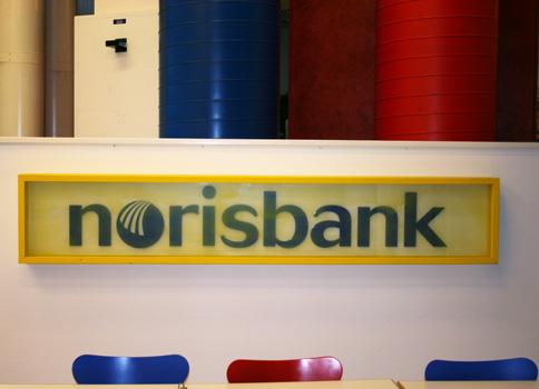 Norisbank, bemaltes Glas über Plexiglasbuchstaben